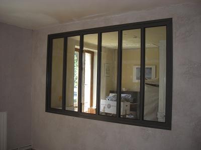 Maison univers d ambre for Paroi vitree industrielle